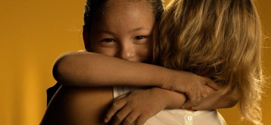 Imagem do post A pior doença é o preconceito: Vídeo mostra como discriminação prejudica crianças com genodermatoses