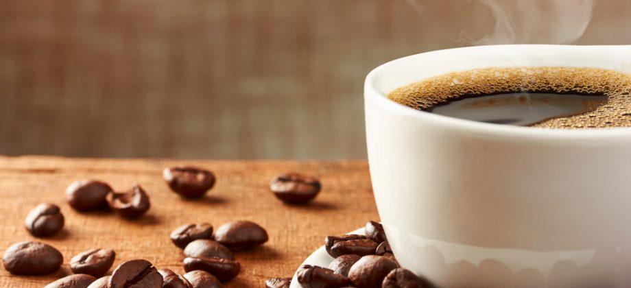 Imagem do post Para além da cafeína: existem outros alimentos que podem prejudicar o sono?