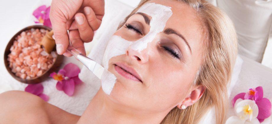 Imagem do post Peeling químico: como funciona esse tratamento para combater manchas e outras imperfeições na pele?