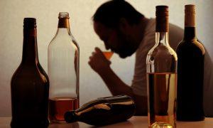 O consumo de álcool em excesso pode prejudicar a absorção do cálcio?