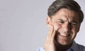 Osteoartrite na mandíbula: saiba como reduzir os riscos de desenvolver a doença relacionada à mastigação