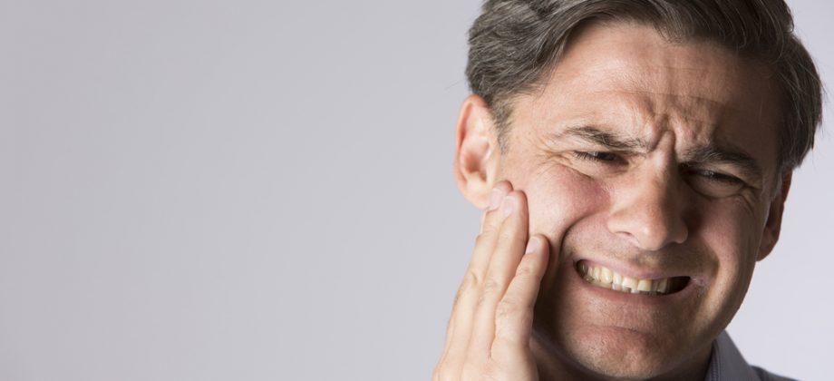 Imagem do post Osteoartrite na mandíbula: saiba como reduzir os riscos de desenvolver a doença relacionada à mastigação