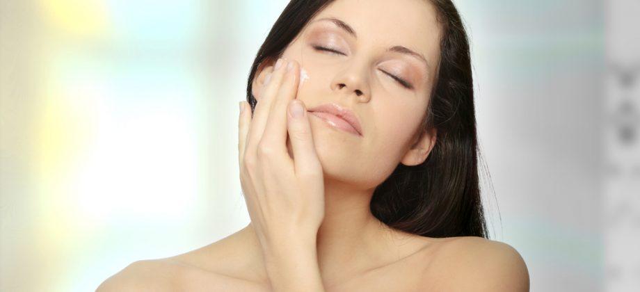 Imagem do post Hidratantes comuns podem ajudar a clarear manchas na pele?