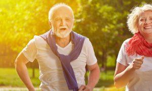 Quais exercícios são indicados para fortalecer a musculatura em quem desenvolveu fragilidade nos ossos?