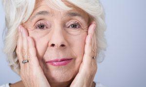 Como funcionam cremes faciais antienvelhecimento?