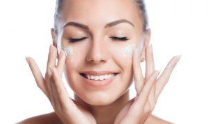 Clareadores: dermatologista explica como potencializar o uso desses produtos