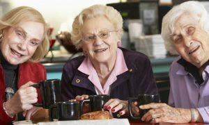 Bebidas estimulantes, como café e energéticos, podem aumentar pressão arterial?