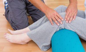 Quais medidas podem reduzir a dor em quem sofre com osteoartrite no joelho?