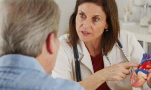 Por que a interrupção de tratamento oferece riscos maiores para hipertensos?