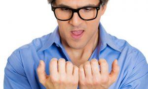 O que é preciso evitar para quem tem unhas frágeis?