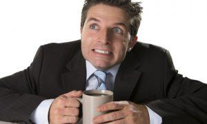 Café x leite: saiba por que a bebida xodó dos brasileiros é inimiga do cálcio