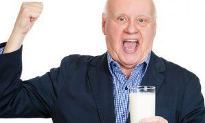Saiba por que é importante consumir cálcio para envelhecer com ossos saudáveis
