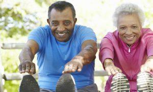 Quais exercícios são indicados para quem sente muita dor nos joelhos?