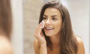 Veja dicas de aplicação e remoção da maquiagem para uma pele saudável e bonita