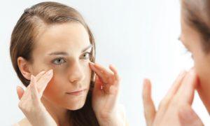 Por que ácidos são usados para clarear manchas na pele? Como eles agem?
