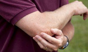Osteoartrite: o que fazer para reduzir as crises agudas de dor nas articulações?