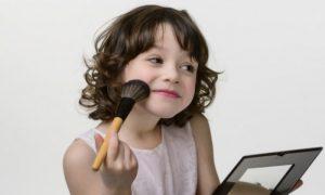 O uso de maquiagem é prejudicial para a pele de crianças, que é mais sensível?