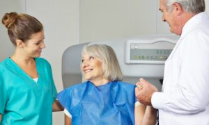 Por que a osteoporose é mais comum na coluna, pulso e colo do fêmur?