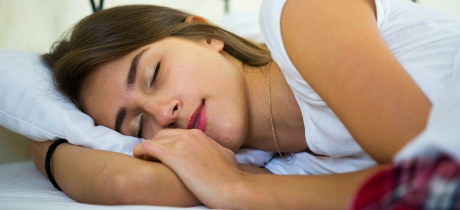 Imagem do post Tirar cochilos no meio da tarde pode prejudicar o sono durante a noite?