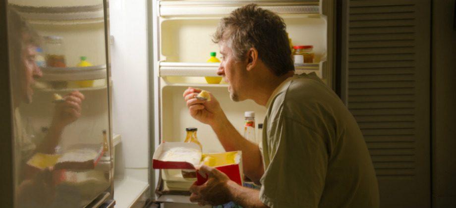 Imagem do post Mito ou verdade: comer logo antes de dormir prejudica a qualidade do sono?