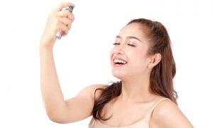 Qual a melhor forma de usar a água dermatológica para hidratar a pele?