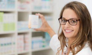 O que um farmacêutico faz no dia a dia de uma farmácia?