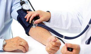 Quais cuidados devem ser tomados quando o paciente for medir a pressão arterial?