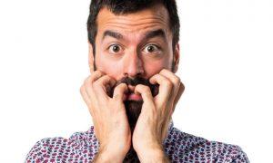 Como ajudar alguém que está sofrendo um episódio de síndrome do pânico?