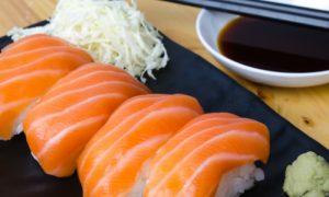Comida japonesa: quem sofre com hipertensão deve evitar o molho shoyu?