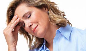 Vera Lúcia encara problemão na vida pessoal e alivia fortes dores de cabeça