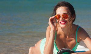 Partiu praia! É verdade que a água do mar ajuda no tratamento da acne?