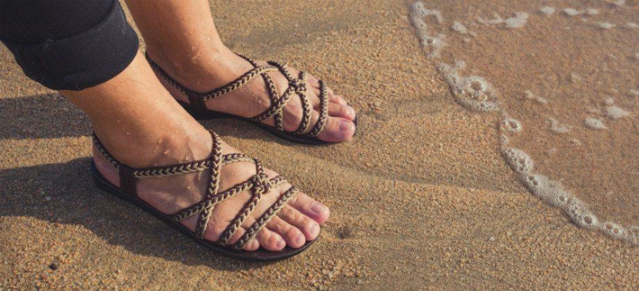 Imagem do post Caminhar na areia é um exercício saudável para tratar as varizes?