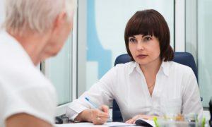 Como lidar com pacientes que não seguem tratamentos e agravam seus problemas?