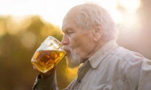 O consumo excessivo de bebidas alcoólicas é um fator de risco para a hipertensão?