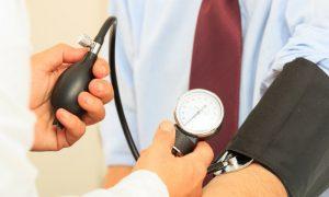 Por que a hipertensão é considerada uma doença silenciosa?