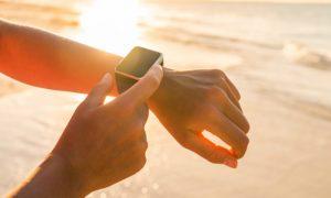 Quais são os melhores horários para pegar sol na praia e na piscina?