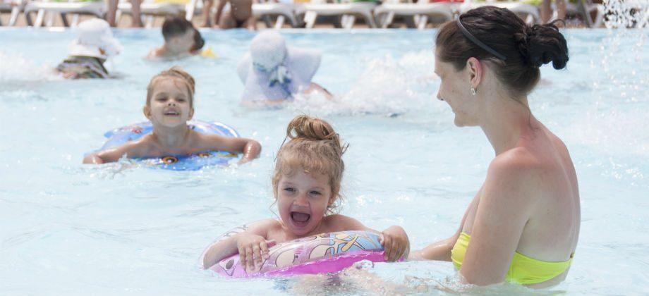 Imagem do post Quais são os perigos e os cuidados de compartilhar uma piscina durante o verão?