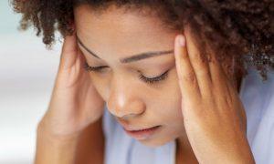 Dor de cabeça: sintoma da síndrome do pânico muda rotina de professora no Paraná