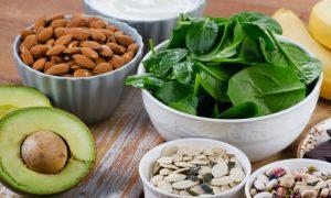Além do cálcio, existem outras substâncias importantes para a saúde dos ossos?