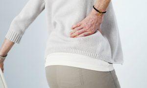 A osteoporose afeta proporcionalmente todos os ossos do corpo?
