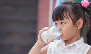 A deficiência de cálcio na infância pode comprometer a formação dos ossos?