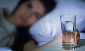Interromper o sono para beber água ou ir ao banheiro pode prejudicar a saúde?
