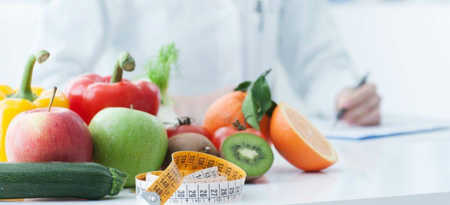 Imagem do post Qual é a diferença entre um nutricionista e um nutrólogo?