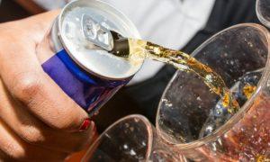 Um energético pode fazer mal para a saúde do sono? Quais são os riscos?
