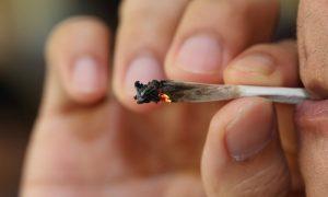 Fumar maconha pode ser um fator de risco para a esquizofrenia?