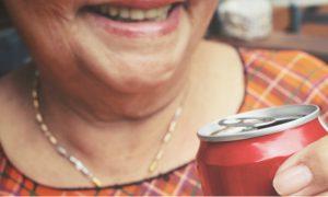 Beber refrigerantes pode contribuir para um quadro de osteoporose?