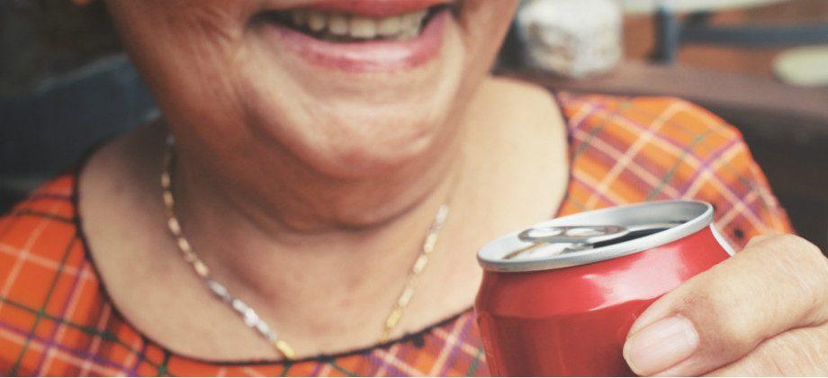 Imagem do post Beber refrigerantes pode contribuir para um quadro de osteoporose?