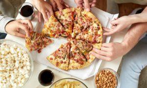 Comer e beber ao mesmo tempo durante as refeições engorda?