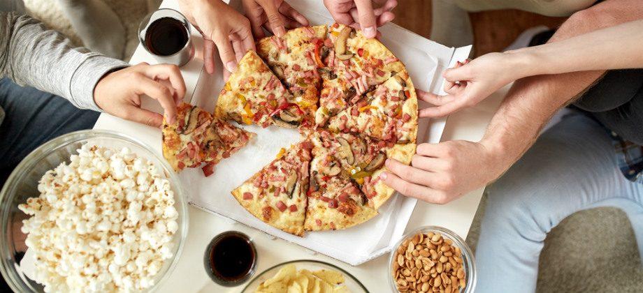 Imagem do post Comer e beber ao mesmo tempo durante as refeições engorda?