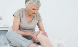 Dores causadas pela osteoartrite prejudicavam a rotina de revendedora paulista